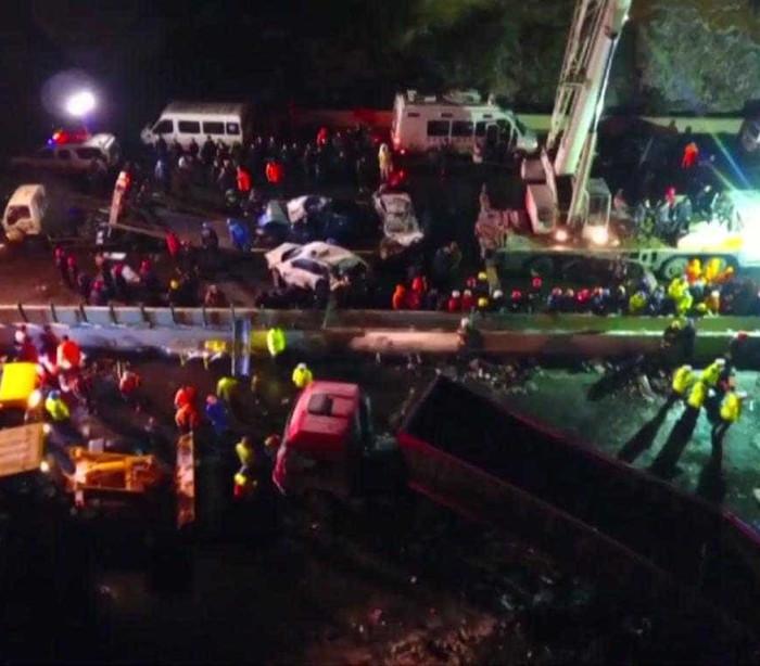 17 mortos num acidente (impressionante) que envolveu 56 veículos — Vídeo