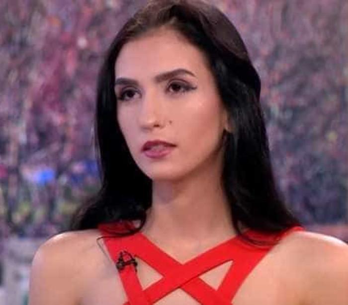 Adolescente vende virgindade por um milhão para comprar casa aos pais