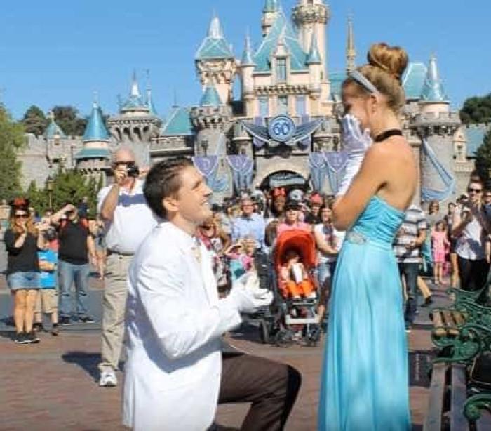 O pedido de casamento digno de um conto de fadas que está a fazer inveja