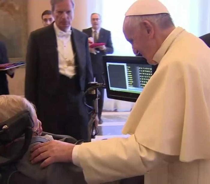 Papa encontra-se com Stephen Hawking no Vaticano
