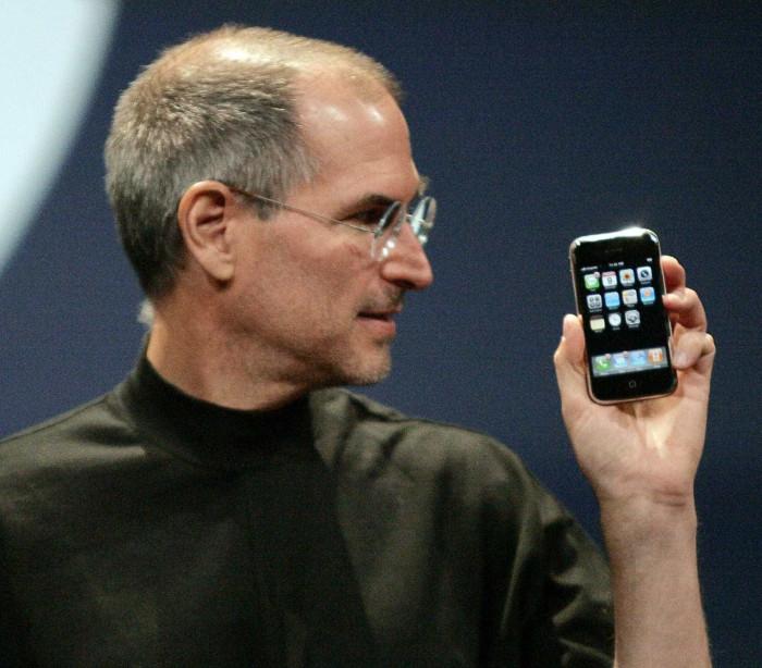 """O iPhone foi anunciado há dez anos mas """"o melhor ainda está para vir"""""""