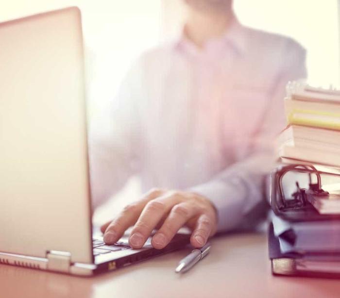 O seu computador fica lento a navegar na internet? Eis o que pode fazer