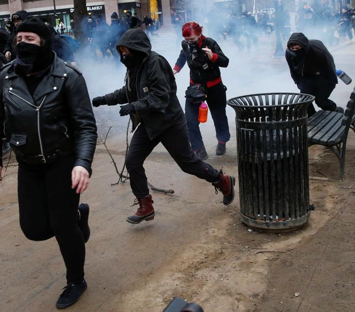 Antes e após tomada posse, violentos protestos invadiram Washington