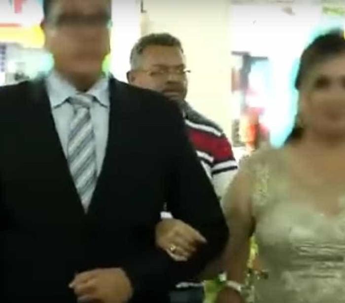 Homem invade cerimônia de casamento e atira em convidados — Vídeo