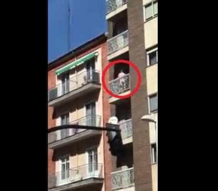 Casal apanhado em cenas intimas em varanda de apartamento em Salamanca