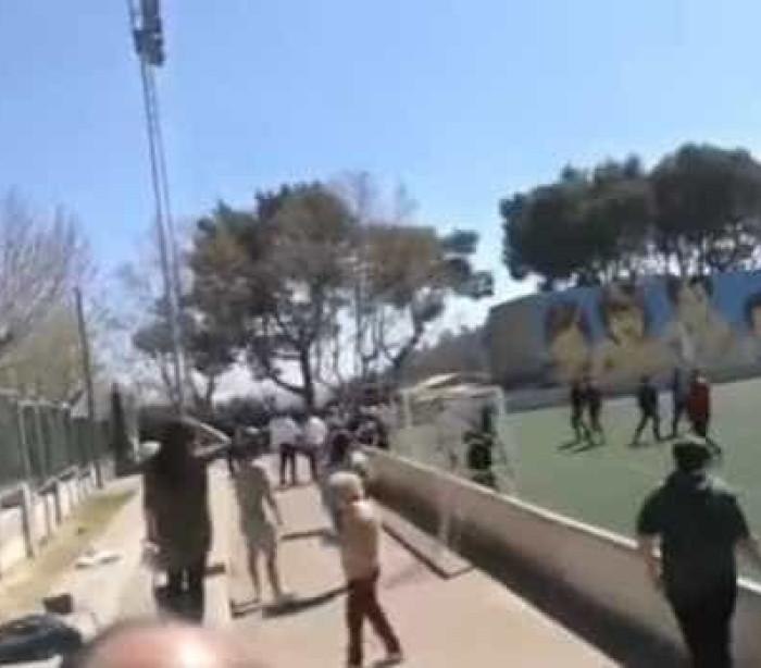 Partida de futebol era entre miúdos mas graúdos é que andaram à pancada