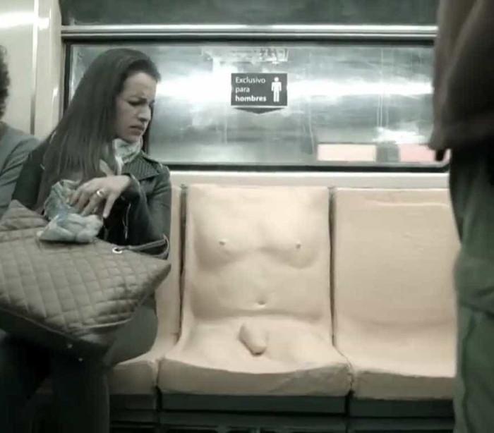 Metrô usa assento com pênis para conscientizar sobre assédio sexual