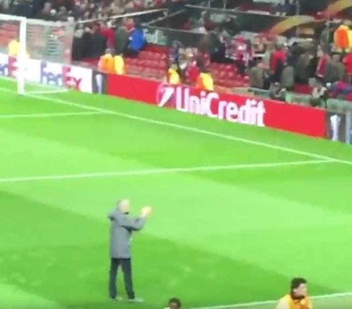 Mourinho foi aplaudir adeptos do Anderlecht