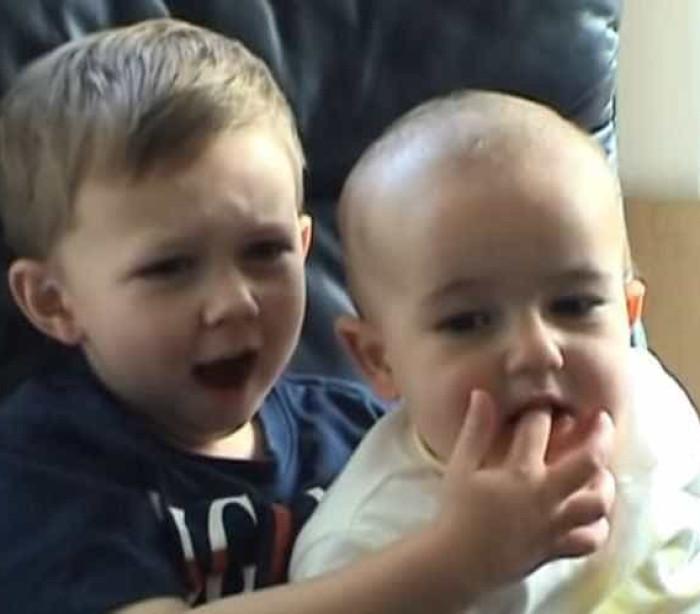 Dez anos depois, eis os irmãos do vídeo 'Charlie mordeu-me o dedo'