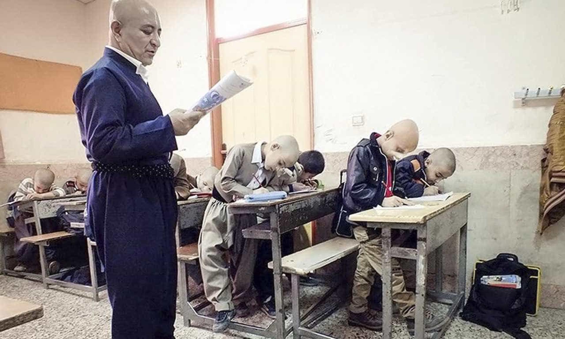 Professor rapa cabelo para evitar que aluno sofra de bullying