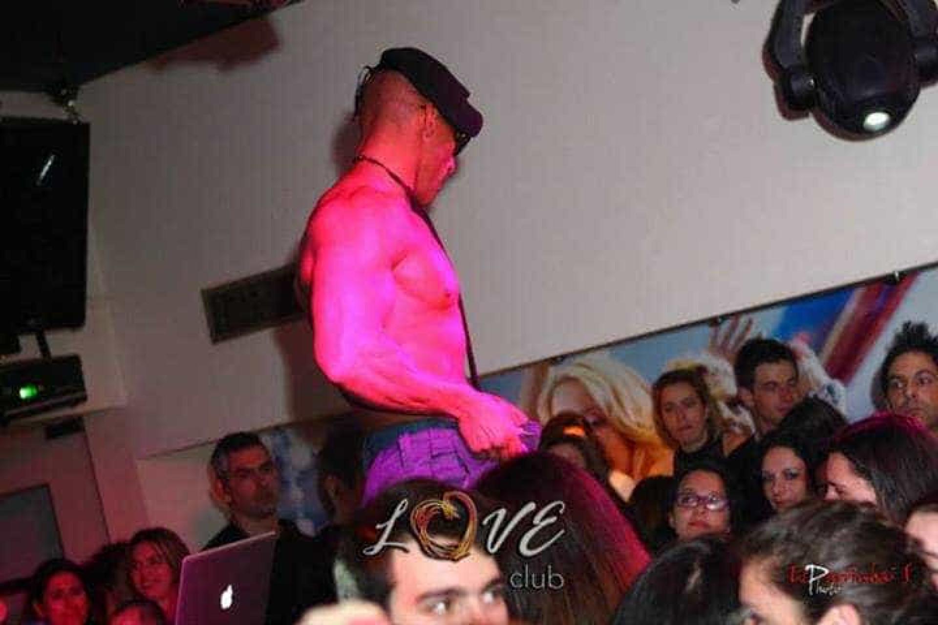 Militar da GNR usa farda de trabalho para fazer 'striptease'