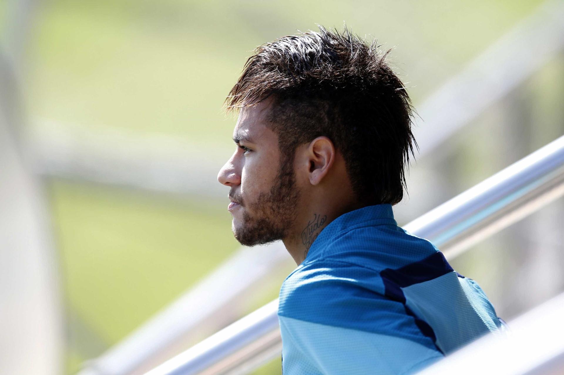 Neymar exibe tatuagens