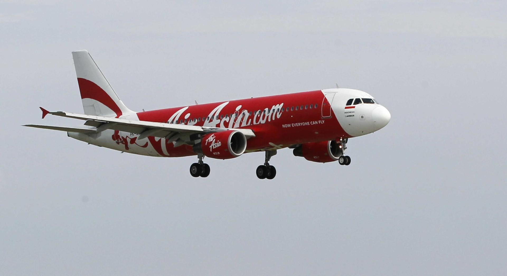Tripulação da AirAsia em pânico quando avião cai sete mil metros a pique
