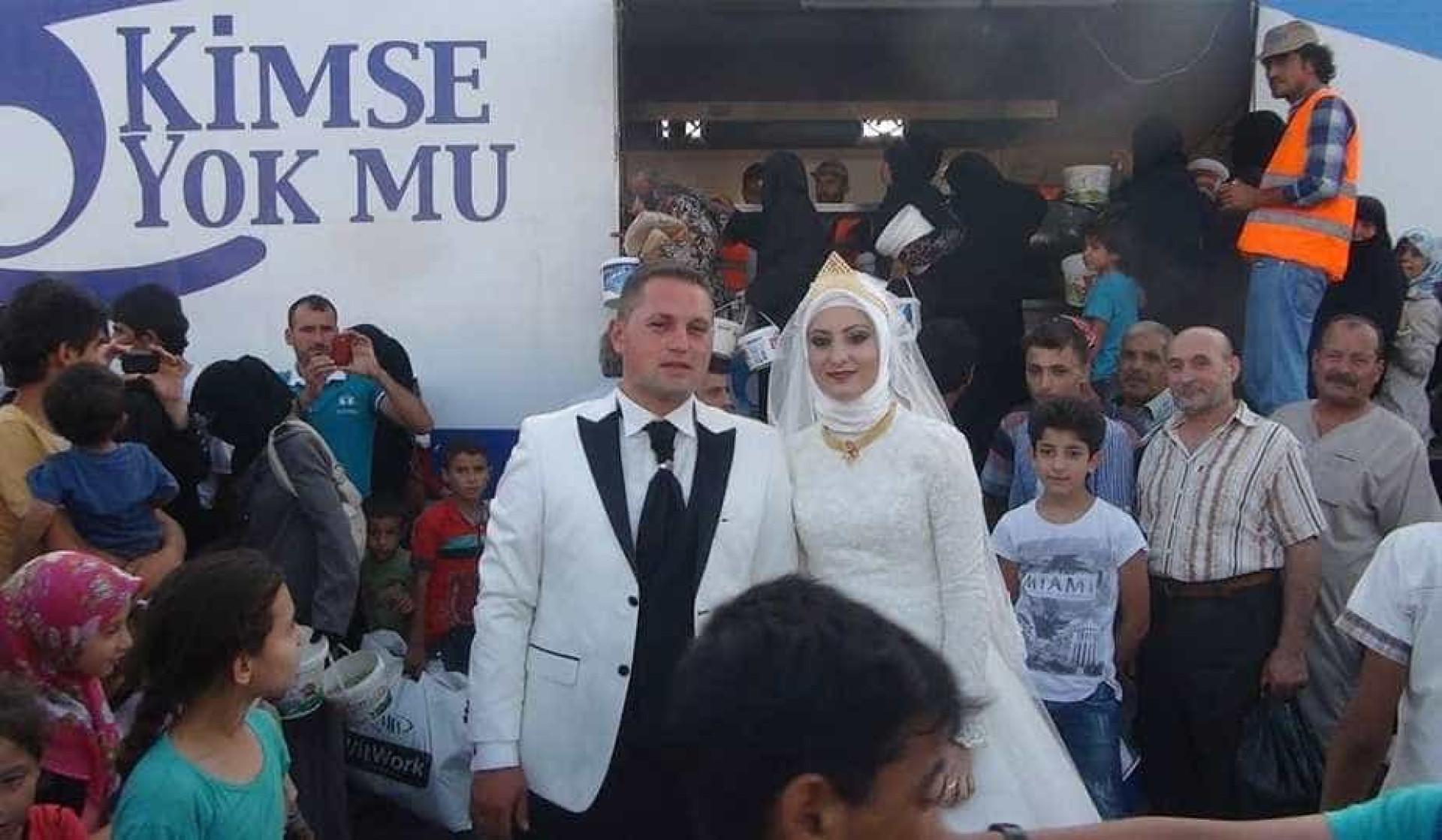 Casal alimentou quatro mil refugiados no dia do casamento