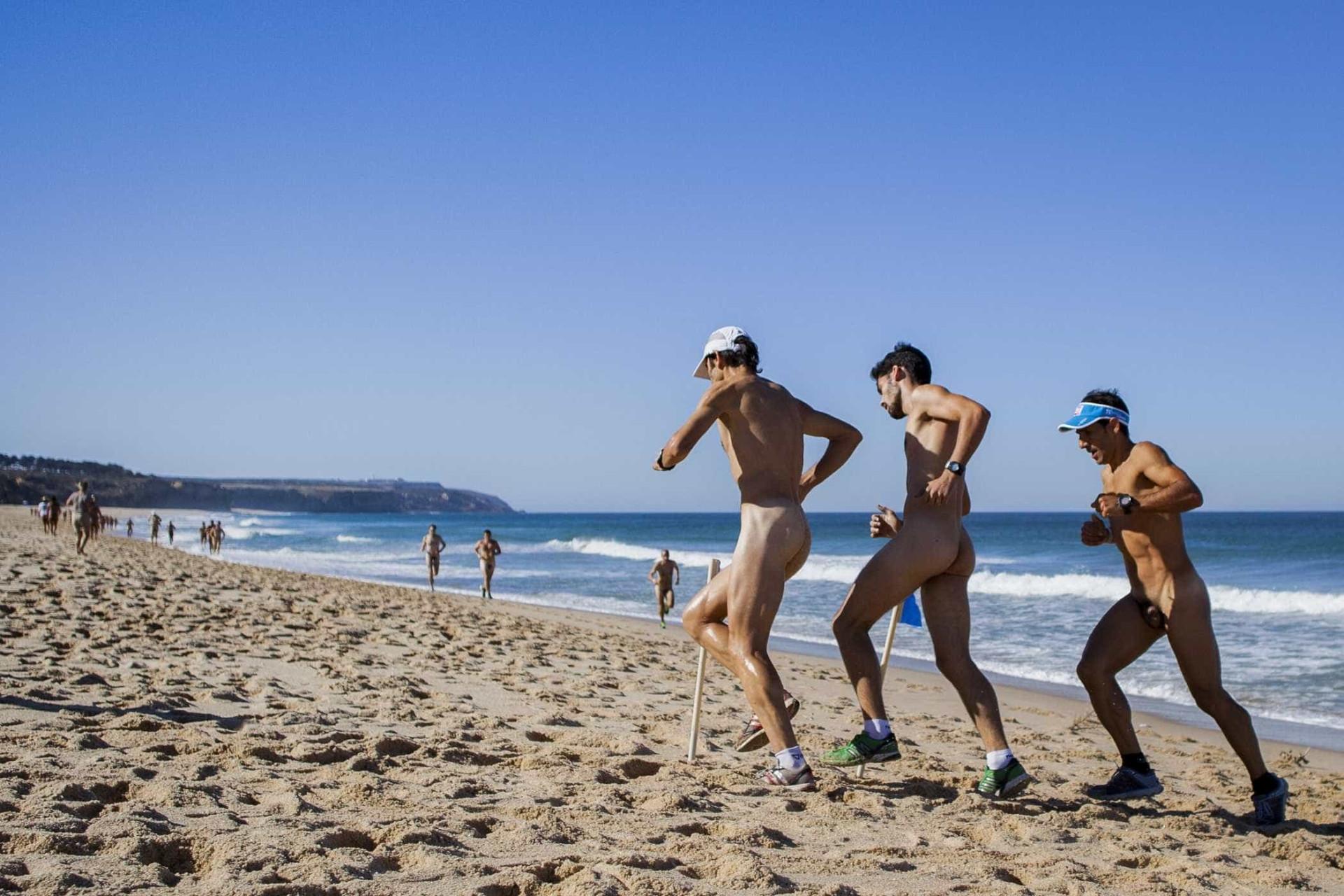 Praia do Meco voltou a acolher Légua Nudista