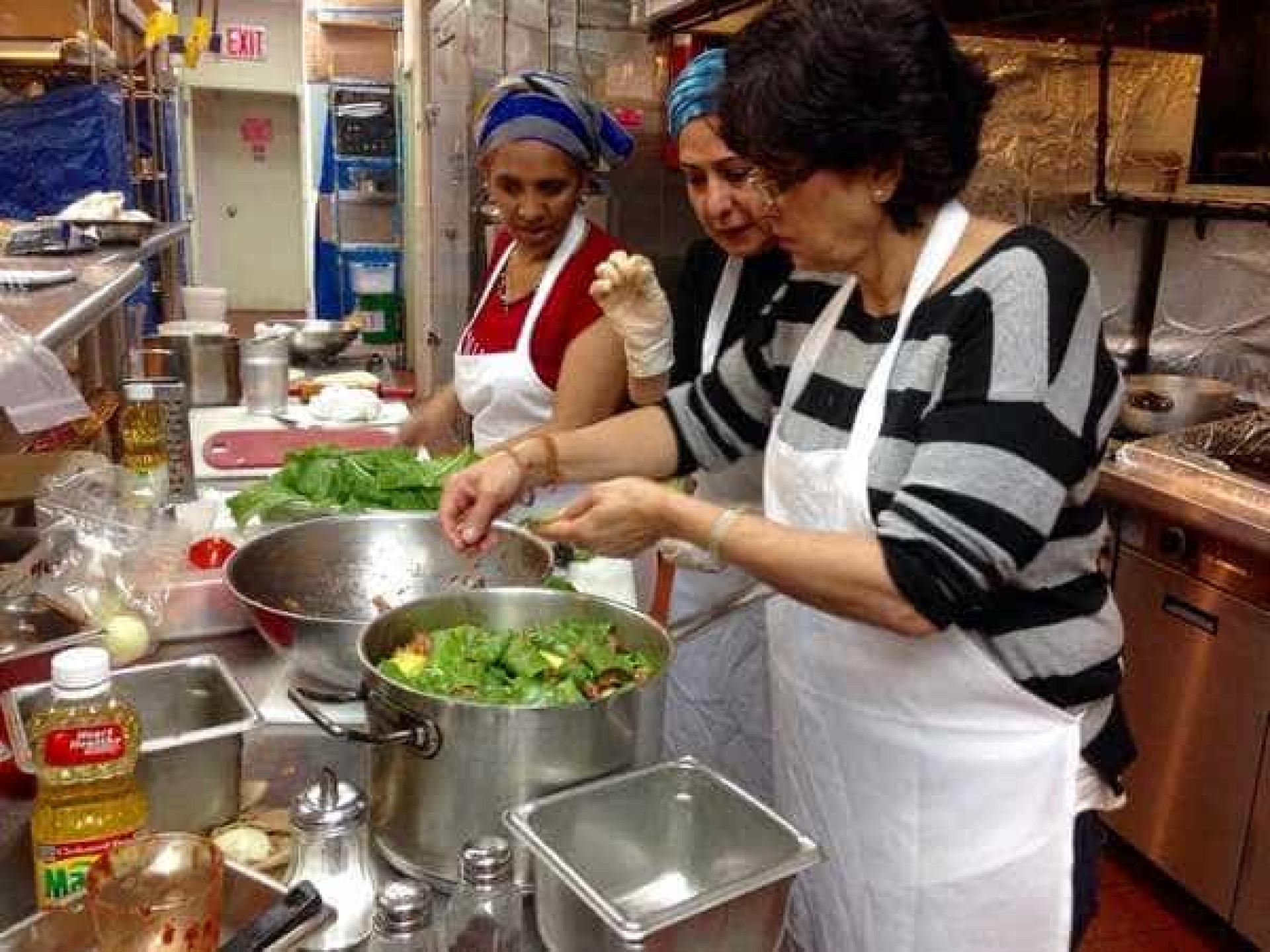 A startup que emprega refugiados que cozinhem comida tradicional