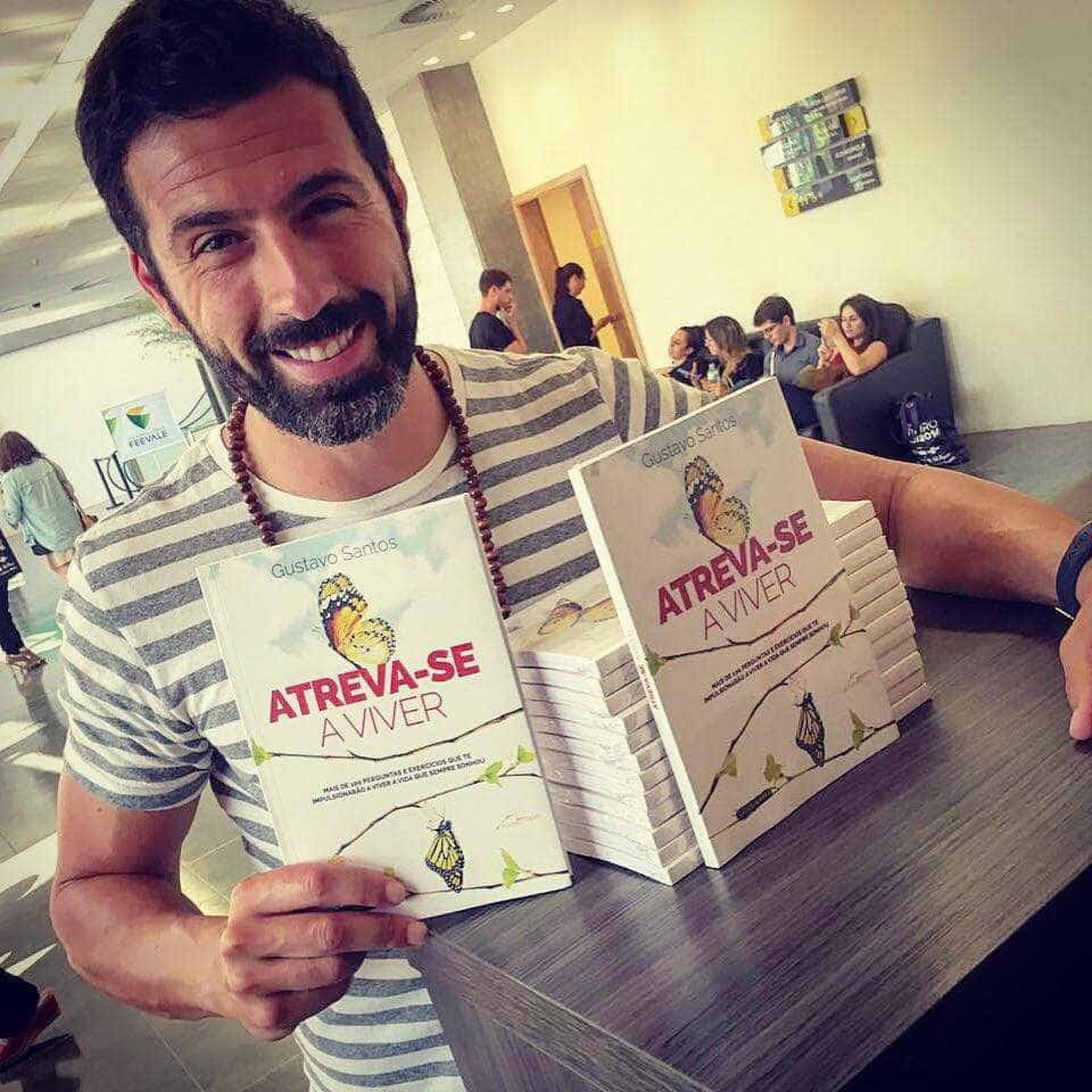 Gustavo Santos no Brasil com o seu livro