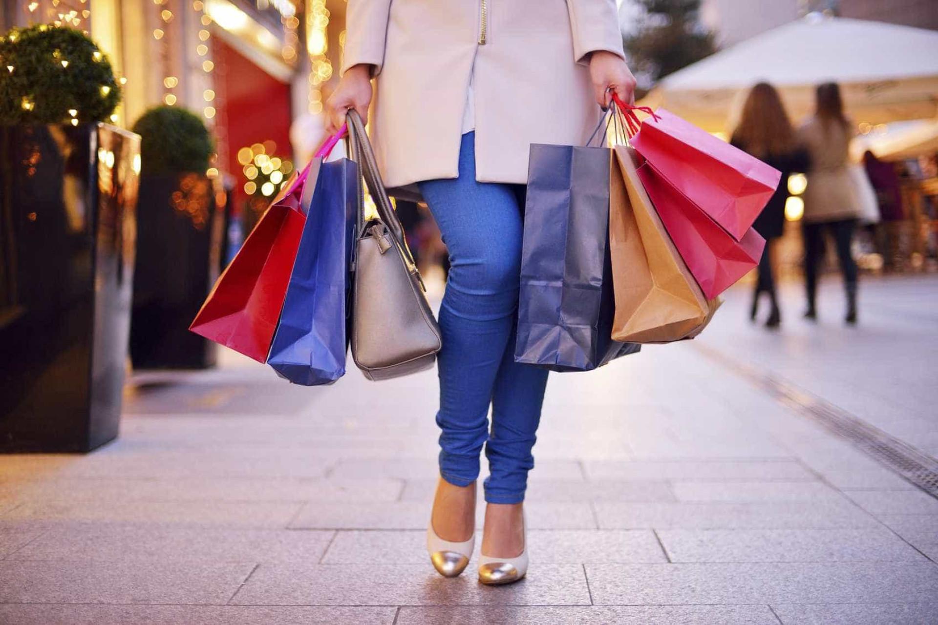 Eis os truques utilizados pelas lojas para o fazerem gastar mais dinheiro