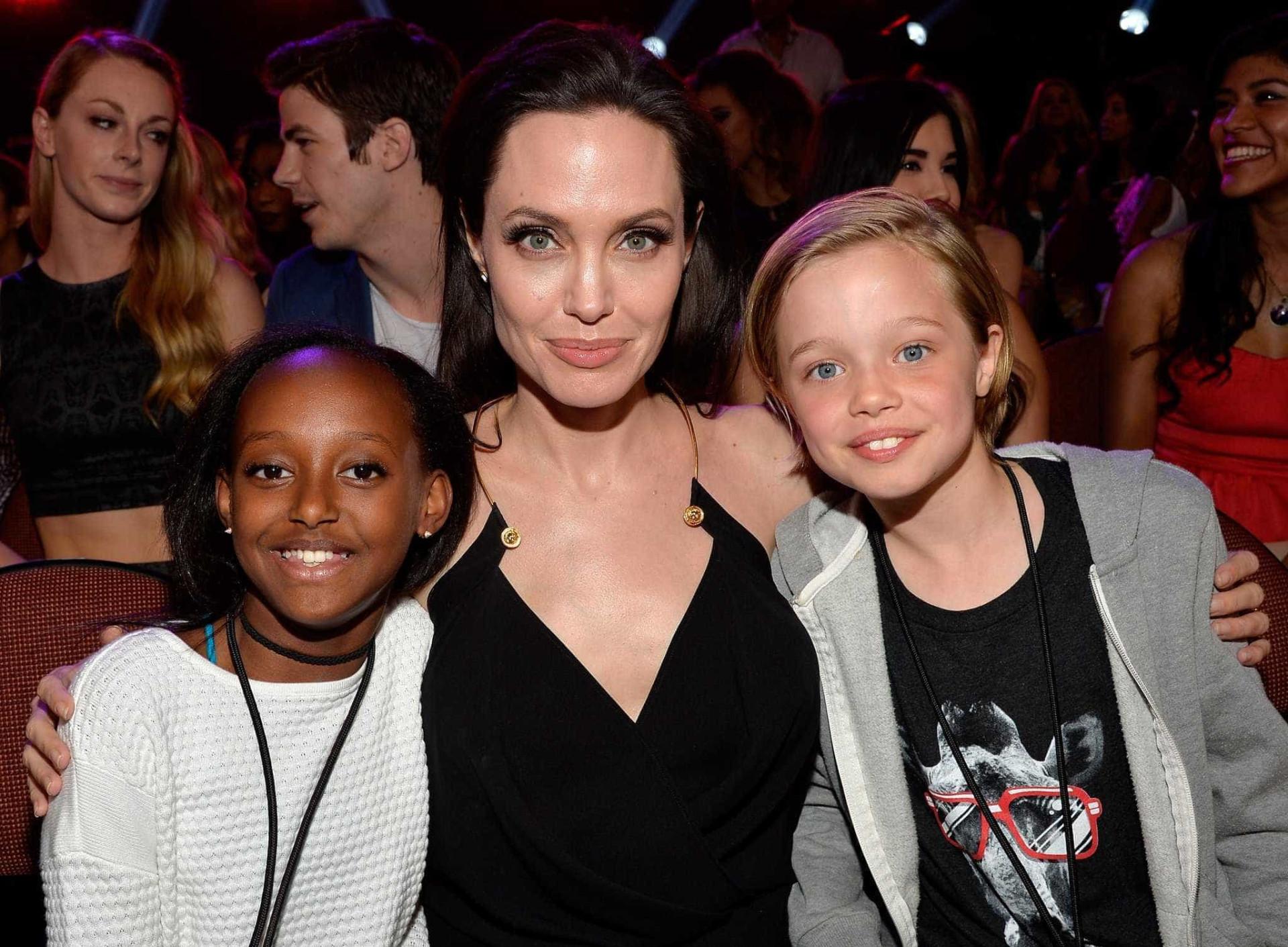 Jolie acusada de ser má mãe. Relação com Pitt volta a 'azedar'