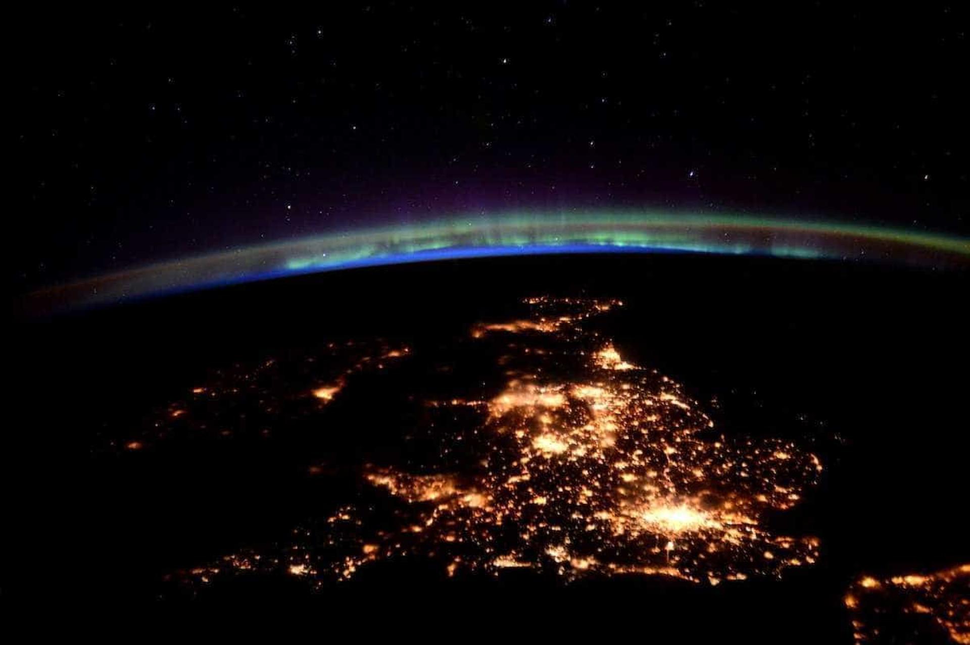 Astronauta reúne melhores imagens da Terra em livro