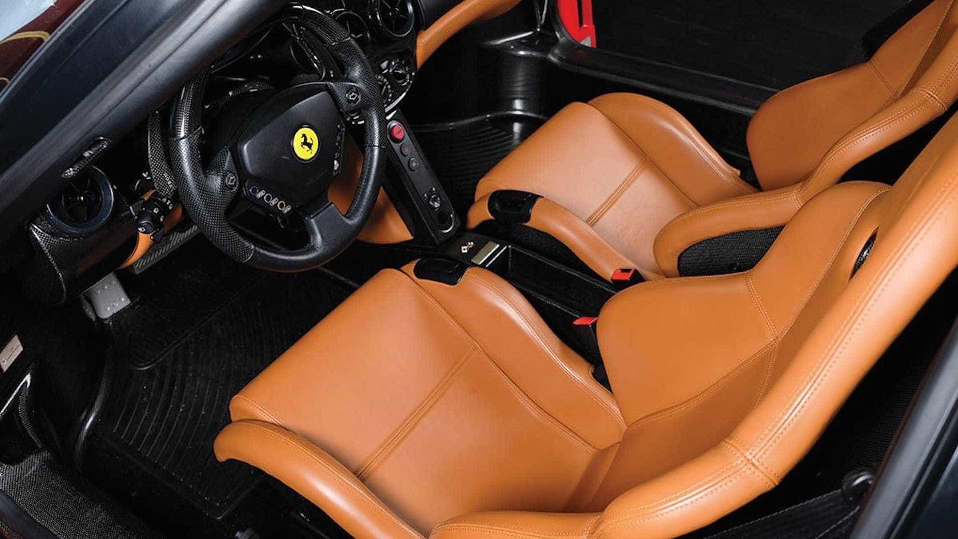 Tommy Hilfiger vai vender Ferrari e se pergunta o preço... não é para si