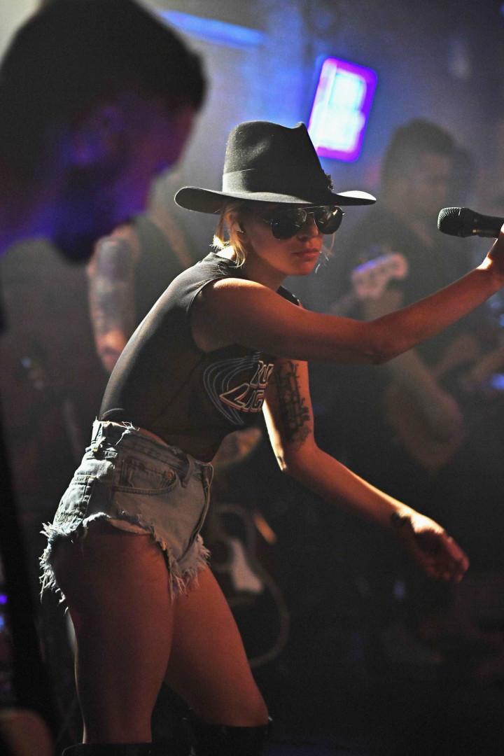 Como andou o estilo de Lady Gaga em 2016?