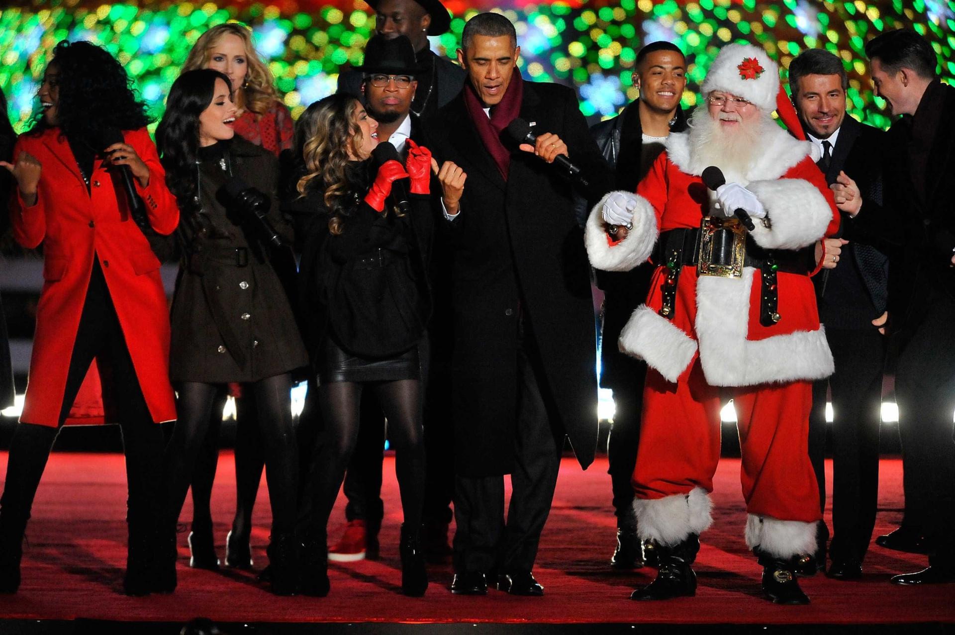 Michelle Obama dá as boas-vindas à árvore de Natal da Casa Branca
