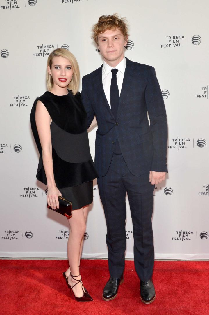 Emma Roberts e Evan Peters estão noivos outra vez?