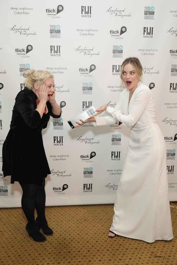 Margot Robbie esteve deslumbrante em cerimónia de prémios