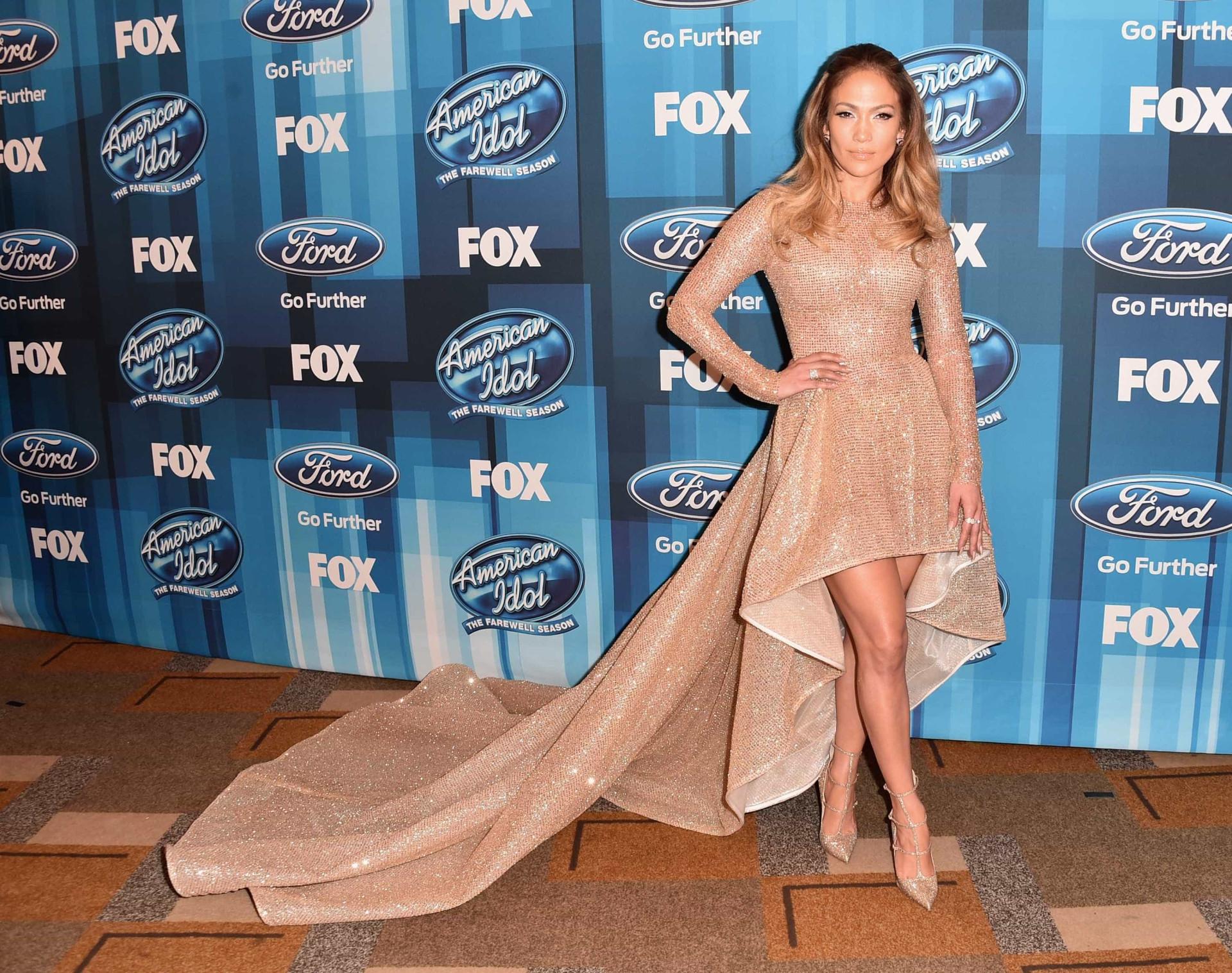 Jennifer Lopez deixa as mais jovens com inveja