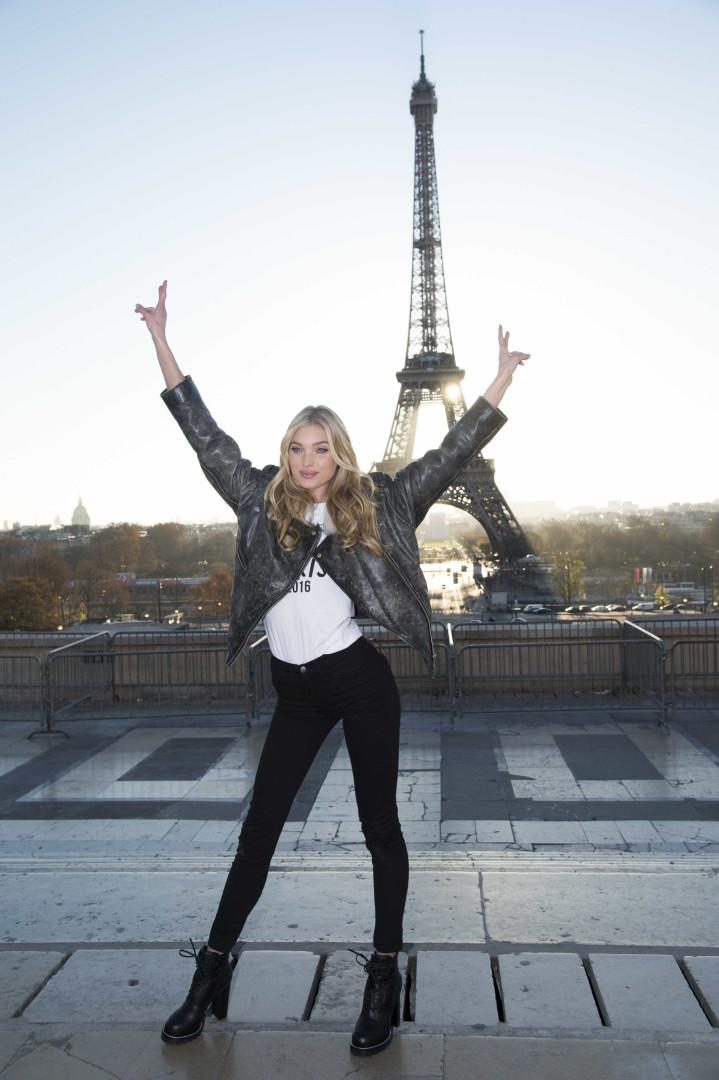Os 'anjos' de Victoria's Secret à frente da Torre Eiffel