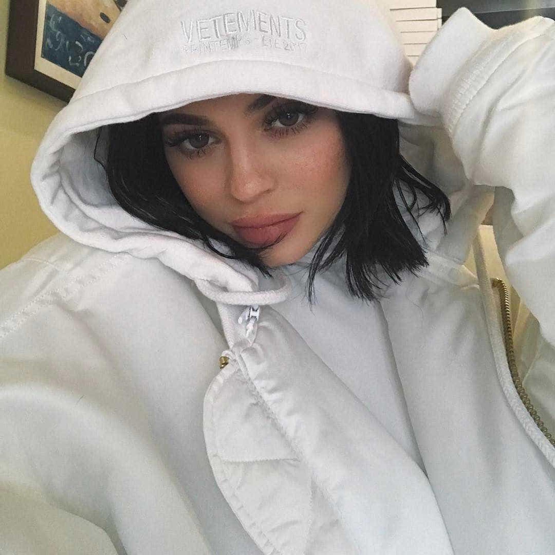Kylie Jenner sem soutien nas redes sociais (e parecida à mãe?)