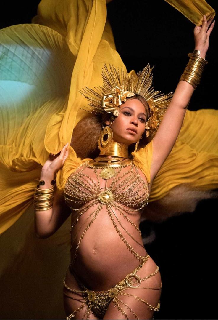 Beyoncé grávida de gémeos dá origem a boneca