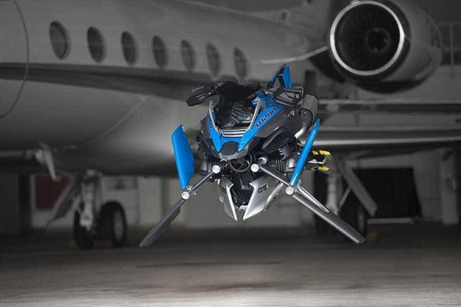 Esta mota voadora futurista foi criada pela BMW e pela LEGO