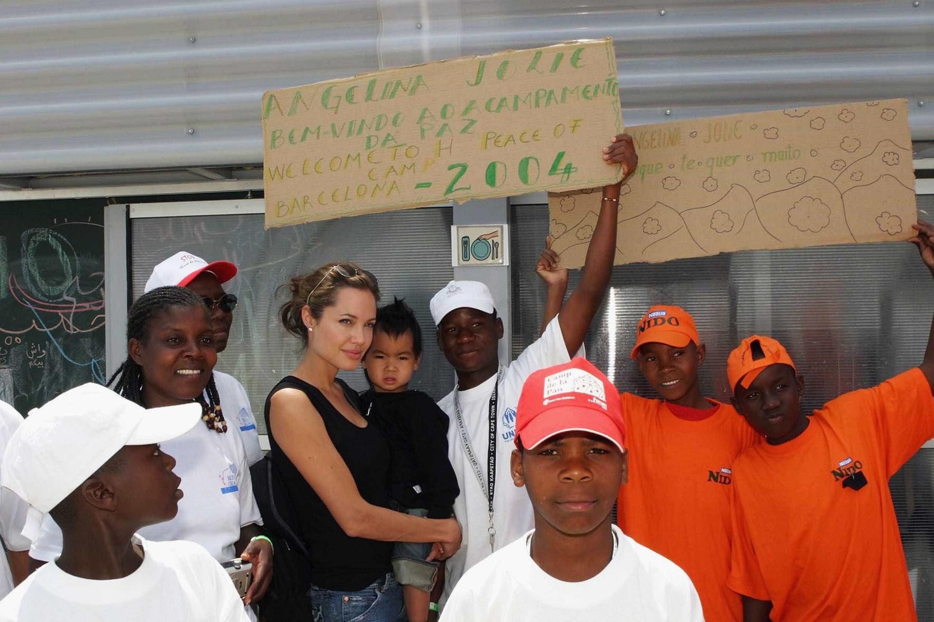 Terá Angelina Jolie recorrido a documentos falsos para adotar Maddox?