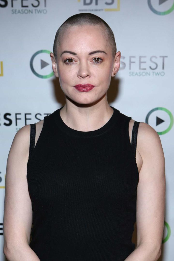 Atriz de 'Charmed' enfrenta hackers que publicaram fotos de si nua