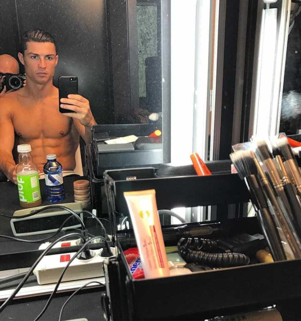 Conheça o estilo 'tronco nu' de Cristiano Ronaldo