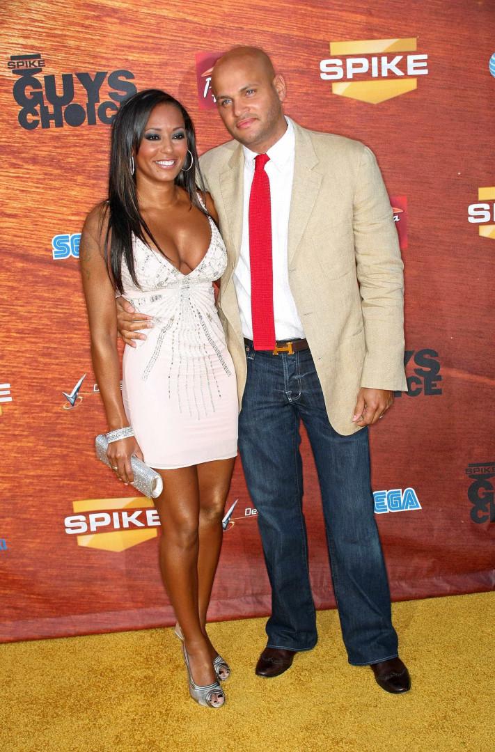 'Ex' Spice Girl Mel B pede o divórcio após 10 anos de casamento