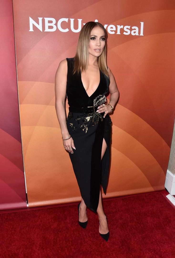 A 'racha' do vestido de Jennifer Lopez que deu bastante nas vistas