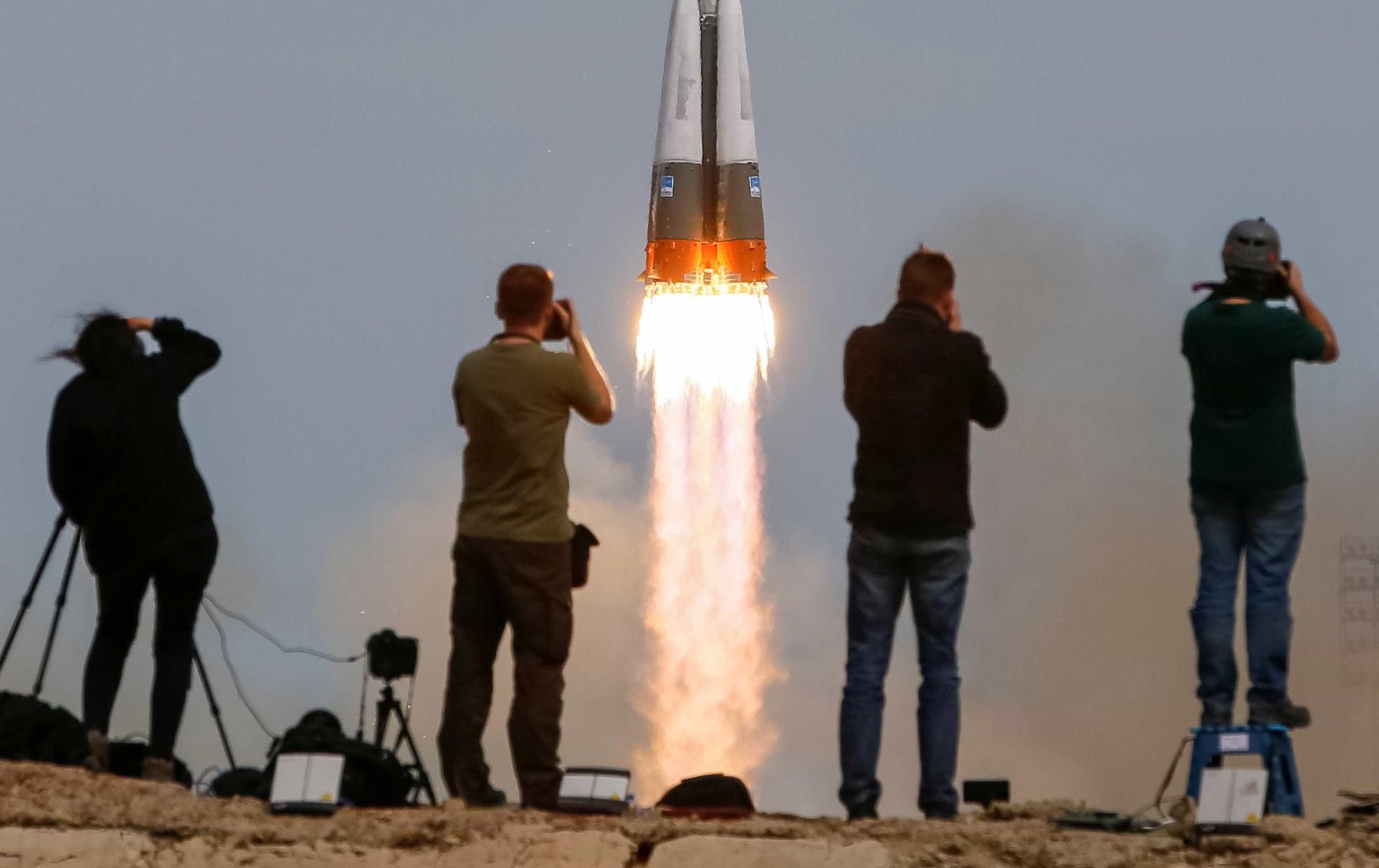 Veja o lançamento do foguetão que levou apenas dois astronautas ao espaço
