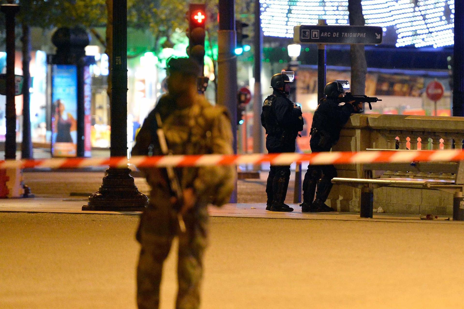 As imagens de mais um ataque terrorista no coração da 'Cidade do Amor'