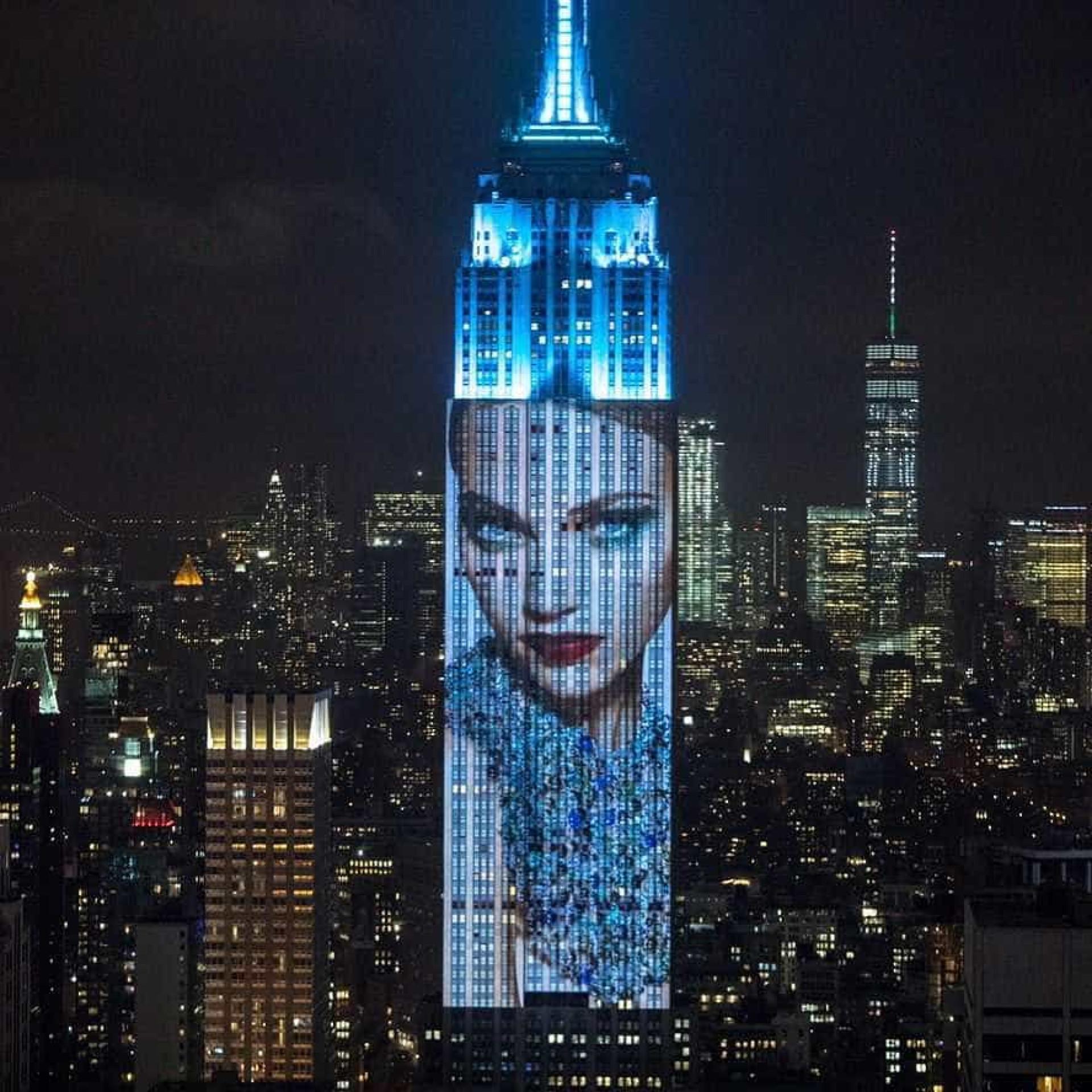 Gisele Bündchen, Rihanna, Kendall e Beyoncé projetadas no Empire Building
