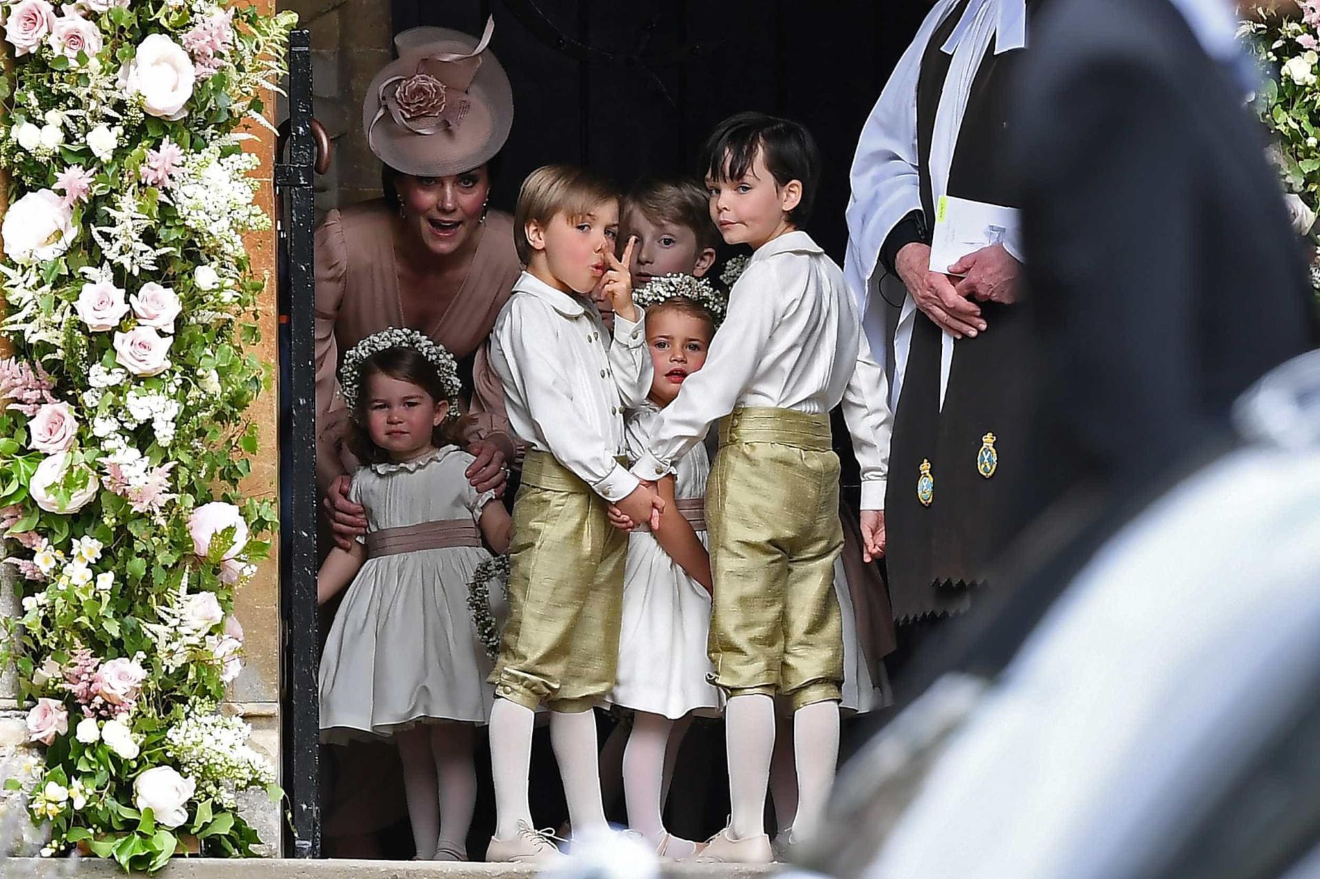 Kate Middleton exalta elegância no casamento da irmã