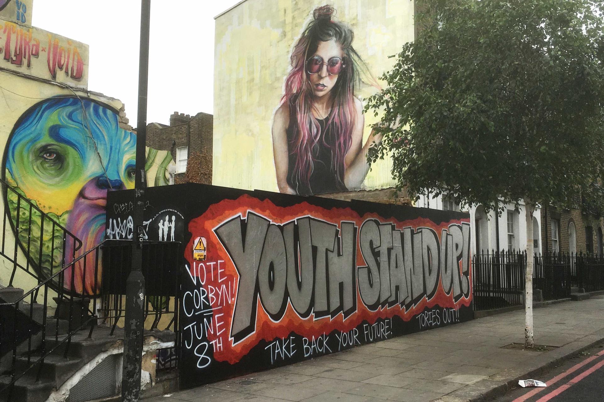 Vale a pena apreciar estes graffitis. São à prova de preconceitos