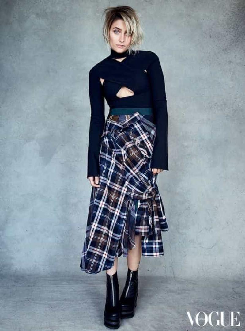 Eis a primeira capa de Paris Jackson para a Vogue