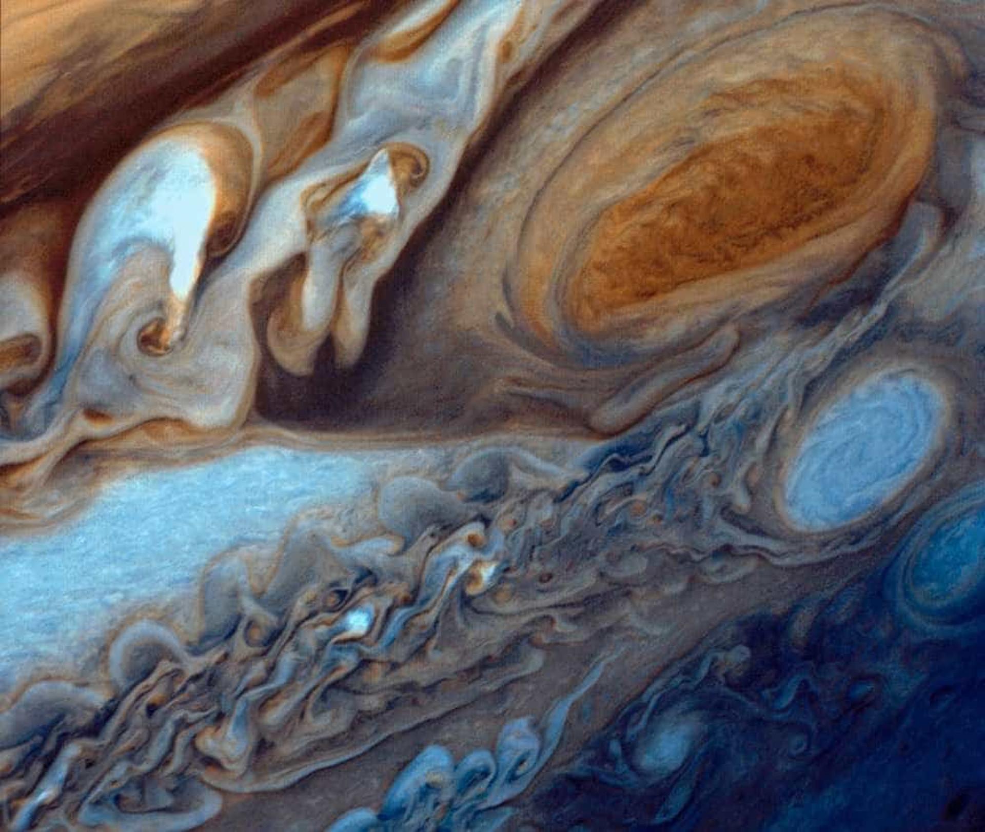 À descoberta de Júpiter através de imagens impressionantes