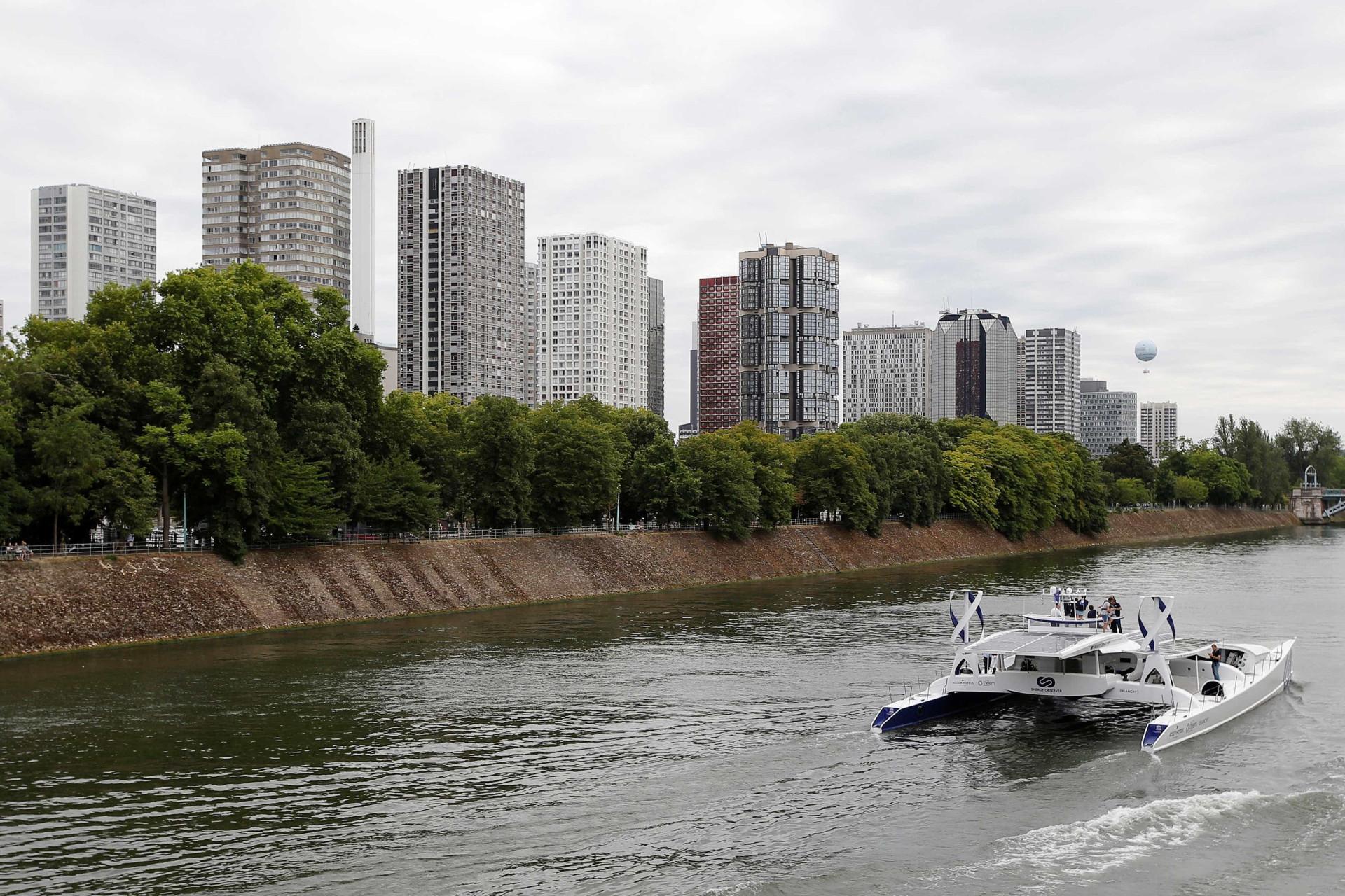 Barco que se move a energia renovável parte numa viagem de seis anos