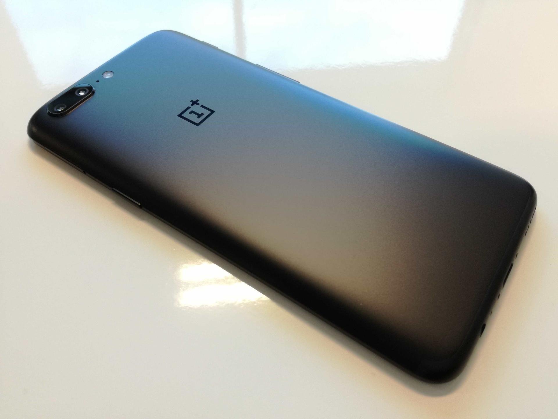 OnePlus exibe desempenho do seu topo de gama em novos vídeos