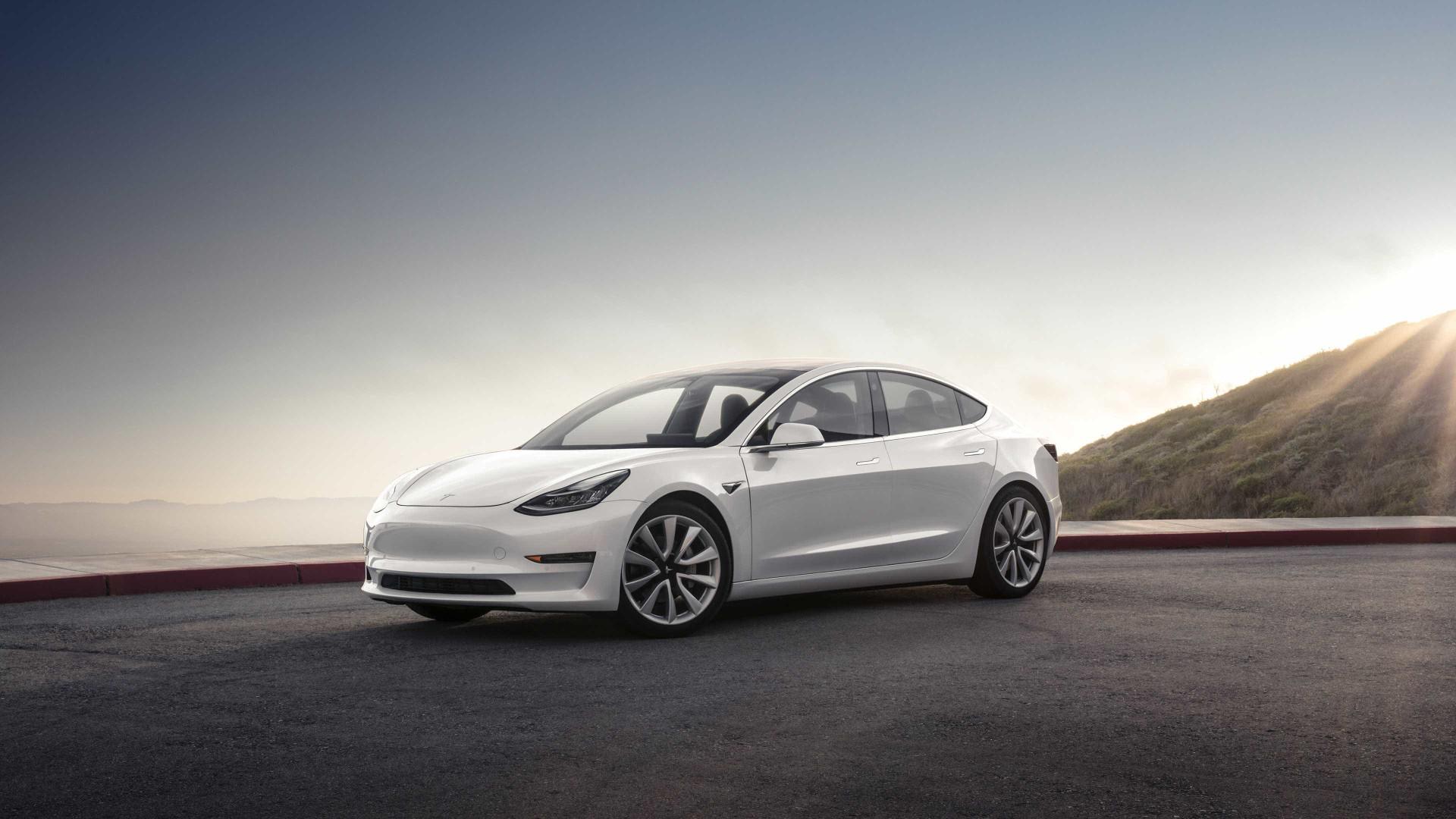 O Model 3 já chegou. Veja as imagens do evento da Tesla