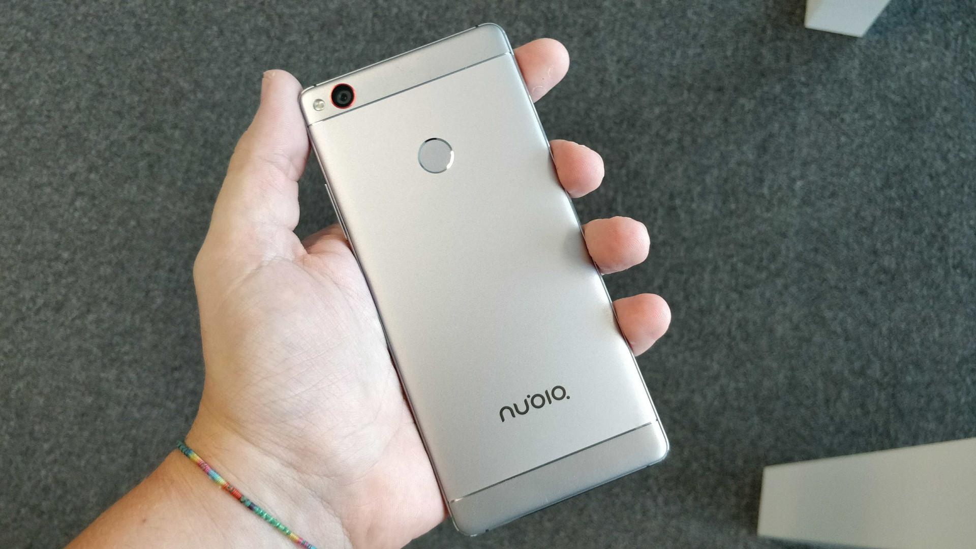 Tirámos da caixa um dos smartphones Android mais prometedores